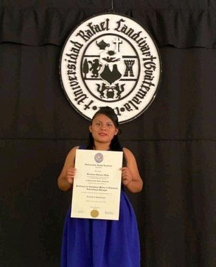photo of veronica, a student that received a scholarship